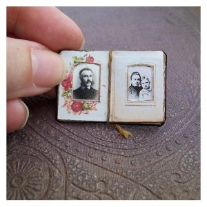 Open House Miniatures - Victorian dolls' house photograph album (fixed open)